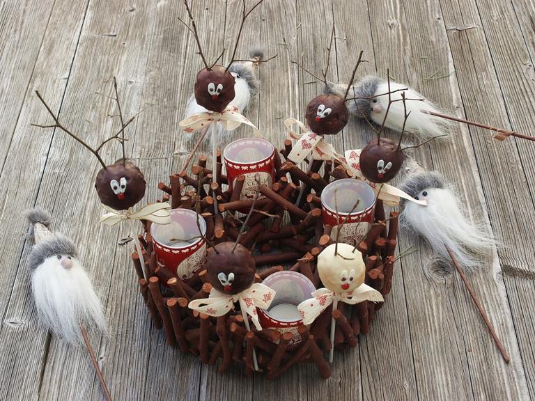 Rudolph cake pops