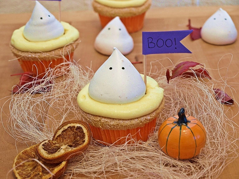 BOO! Ghosts cupcakes